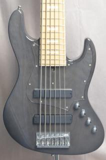 [ USED BASS ]BACCHUS 6 STRINGS...